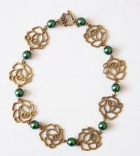 Rose Chain with Green Pearls Necklace